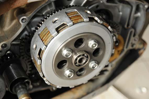 suara mesin motor yang berisik tentu akan membuat kita merasa tak nyaman dan merasa kuati Cara Atasi Suara Berisik Di Mesin Motor Saat Kopling Ditekan