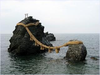 หินแต่งงานเมโอโตะ อิวะ (Meoto Iwa)