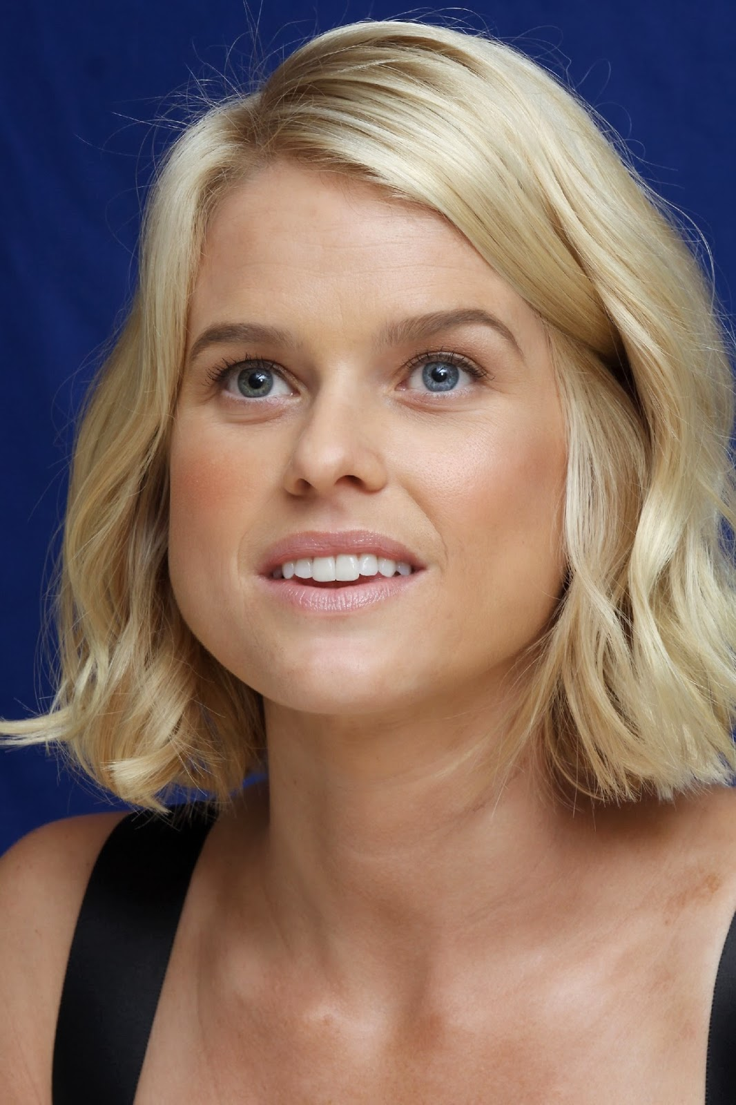 Latest Celebrity Photos: Alice Eve Sexy and Hot Wallpapers