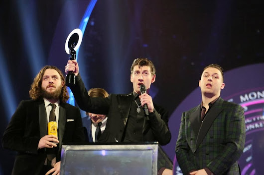 Arctic Monkeys se llevaron los Brit Awards a British Group y British Album of the Year
