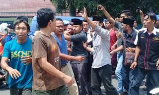Ditegur Karena Berulah di TPS, Oknum Ahoker Malah Tendang Ketua RT