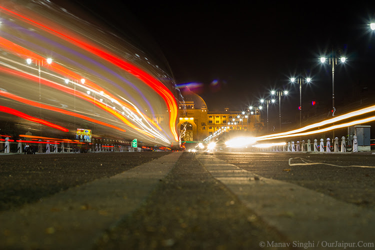 Light Trails at Jaipur Vidhan Sabha took this Shot on 2-March-2016.