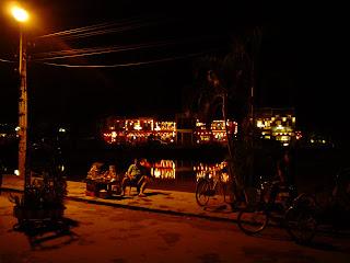 Vita notturna a Hoi An, Vietnam