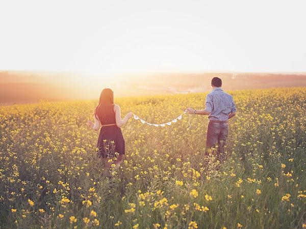 Cara Sederhana Ini Bisa Bikin Pasanganmu Merasa Special