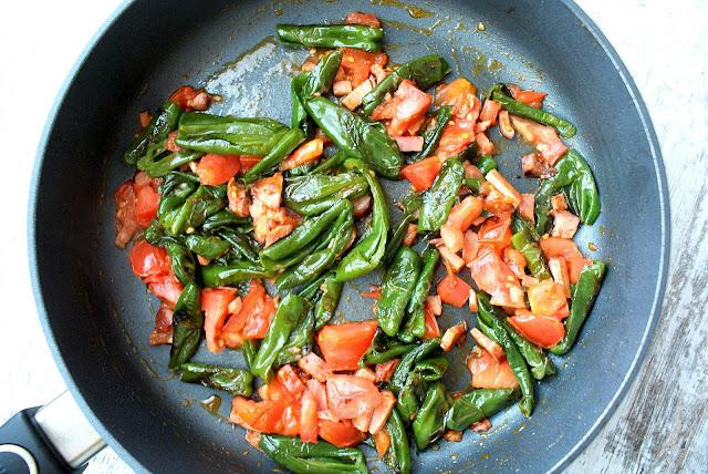 papryczki padron,kasza jaglana,jaglany detoks,dania z kaszą jaglaną, kasza jagana z pomidorem,z kuchni do kuchni,katarzyna franiszyn luciano,najlepszy blog kulinarny,