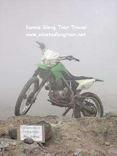 wahana spot foto motor trail di kawah sikidang dieng