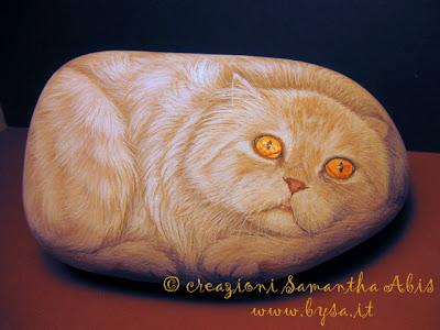 gatto  rosso dipinto su sasso