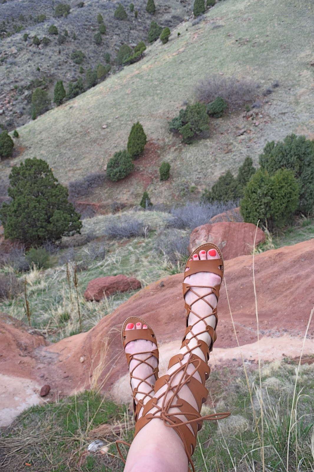 visiting red rocks amphitheater, wearing old navy cooper swing dress, target lizzie gladiator sandals