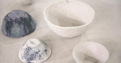 Tấm Ảnh các bát được làm từ giấy vệ sinh Like New 99% vào toilet ! với gam màu mộc mạc cũng như đầy tính đương đại.