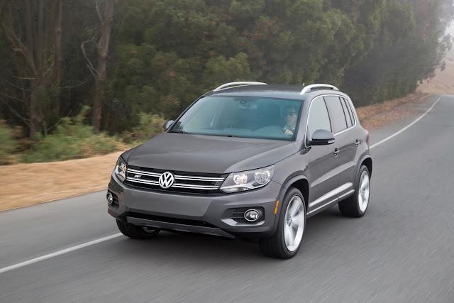 Front 3/4 view of 2016 Volkswagen Tiguan