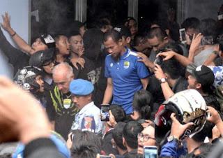 Persib Kembali ke Bandung: Disambut Bobotoh, Gomez Bertekad Bangkit