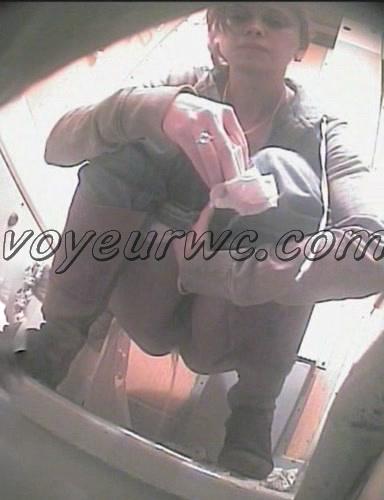 Voyeur WC 070601-30 (Video compilation of women in public toilet)
