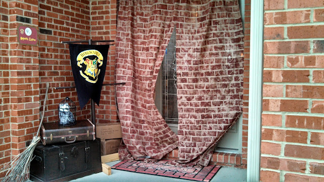 The crafty knack harry potter party decorations for Decoration harry potter
