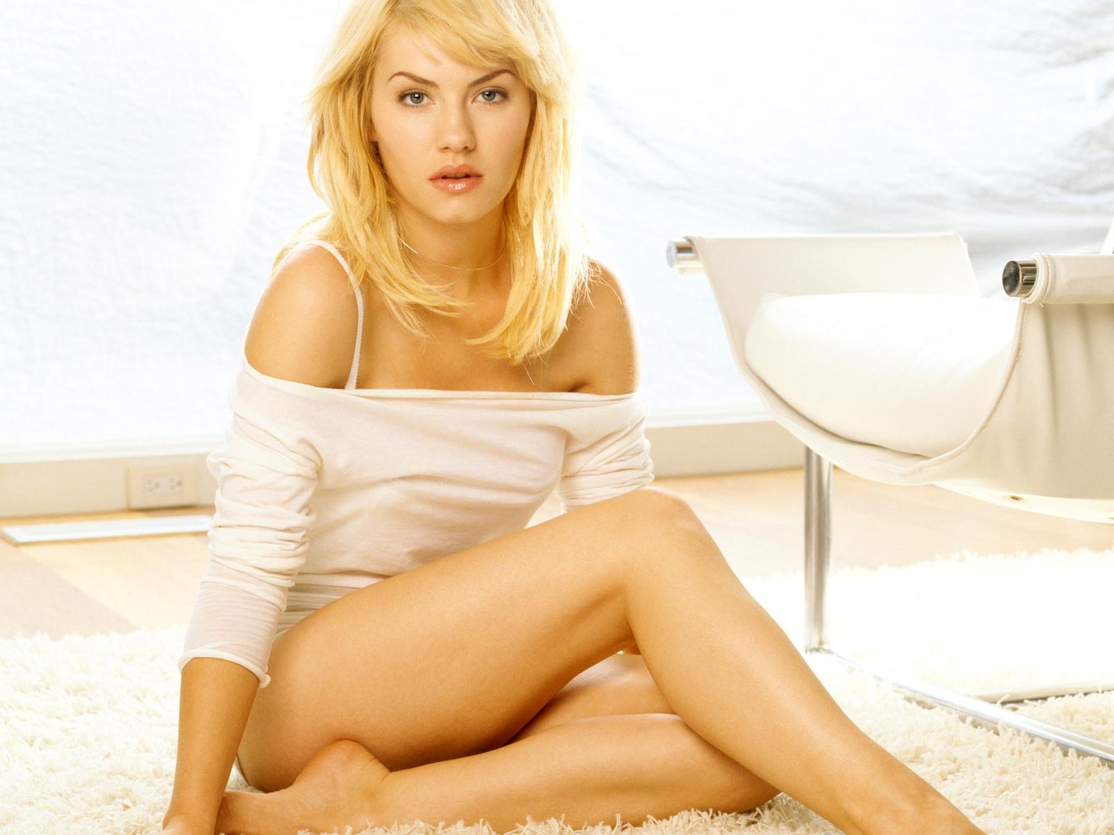 Download Girl Wallpaper Nokia 5233 Soo Cool Pics Elisha Cuthbert Wallpaper In Bikini Jpg