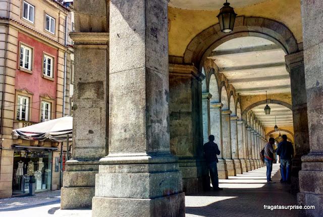 Pórtico em uma rua do Centro Histórico de Braga. Portugal