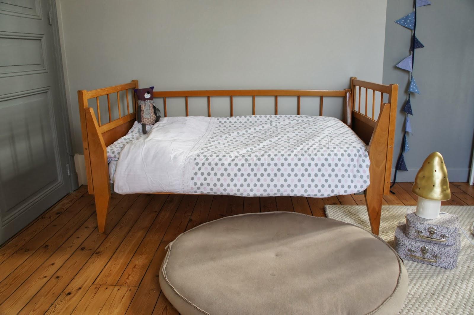 atelier petit toit lit d 39 enfant vintage fev 2013. Black Bedroom Furniture Sets. Home Design Ideas