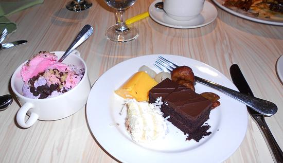 Kek dan Aiskrim pencuci mulut Eastin Hotel