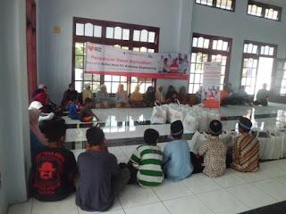 Baitul Maal PT Krakatau Engineering Bagikan Paket Lebaran untuk Anak Yatim dan Keluarga Kurang Mampu