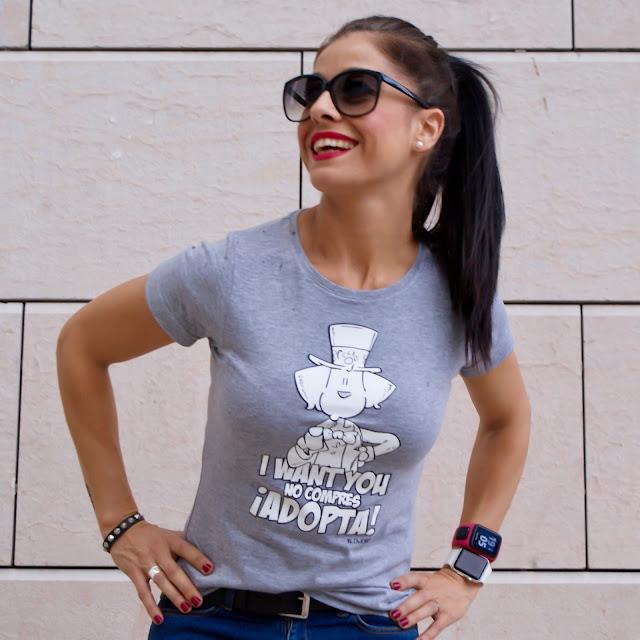 OUTFIT Camiseta con mensaje BLOWEARTS ¡ADOPTA!