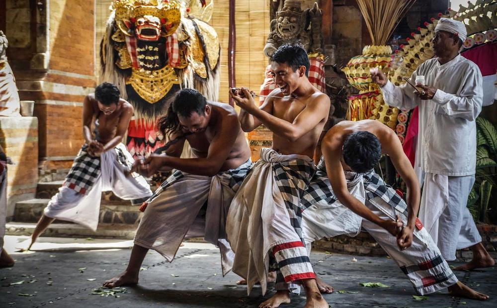 Hasil gambar untuk Barong kris dance