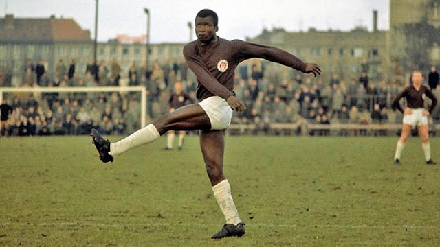 Guy Acolatse - O primeiro jogador profissional negro da Alemanha