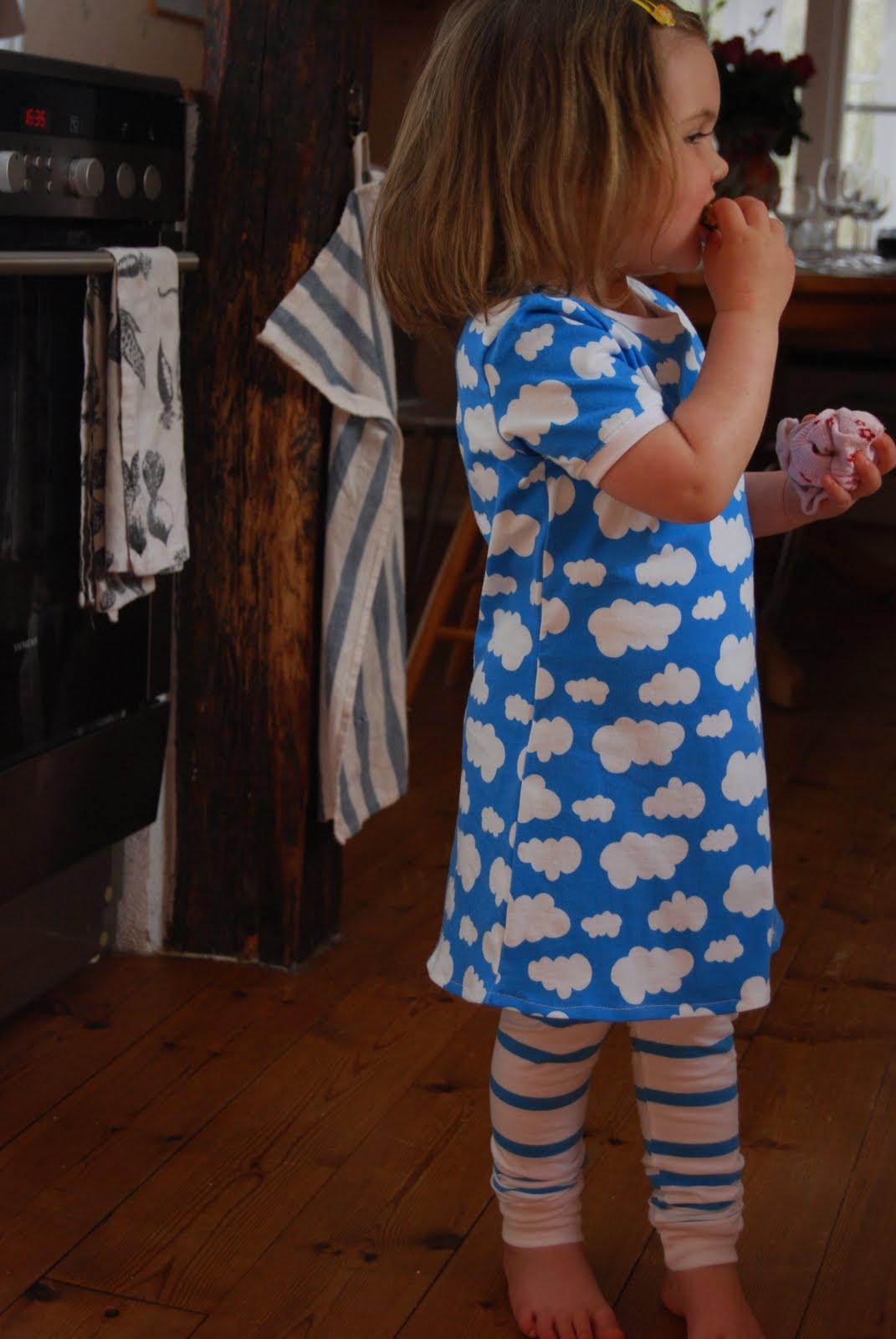 Söta lilla E. skulle få två set med leggings och tunika klänning 413ab55c4b398
