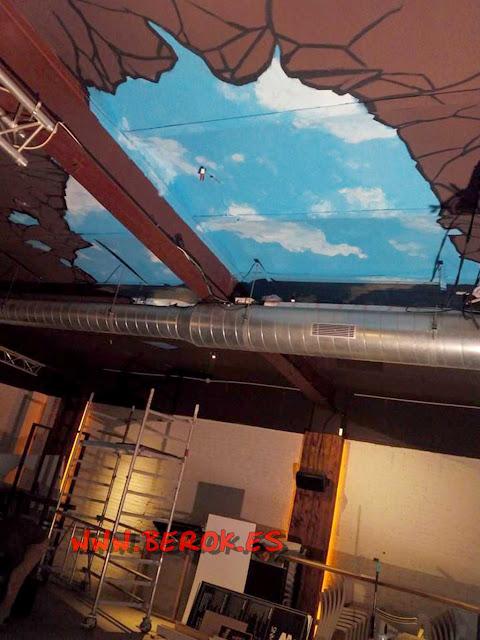 Pintura mural cielo en techo Grupo Lizard , Sitges