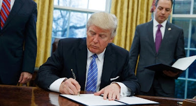 Президент США подписал закон о санкциях против России