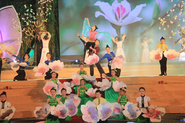 Bauhinia flowers Festival of Dien Bien province bustling attract tourists