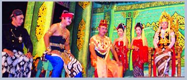 Kethoprak   Adalah ertunjukkan di daerah Jawa Tengah, ceritanya diambil dari sejarah atau babad zaman raja-raja dahulu.