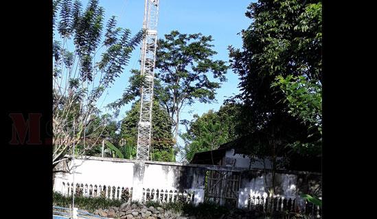 Bangunan tower yang disoal warga