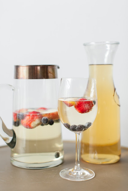 brunch signature cocktail - an easy to sip on sparkling sangria aka peach champagne punch