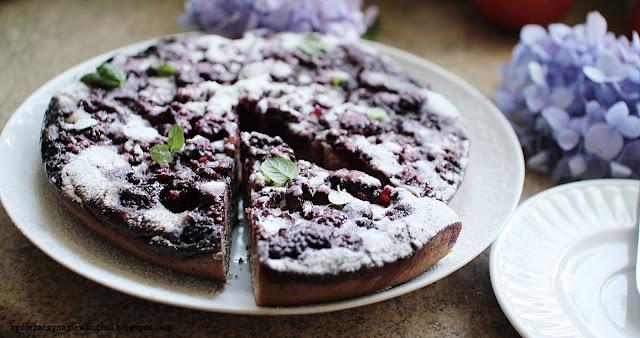 Ciasto z patelni z jeżynami