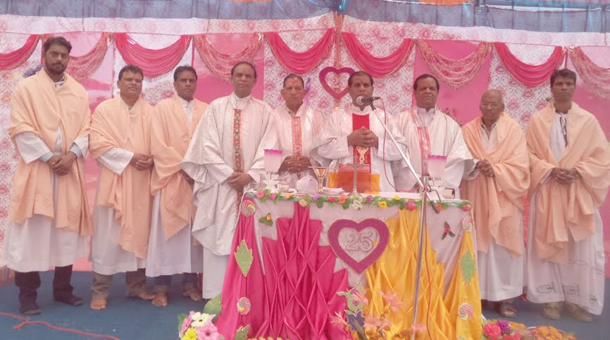 Spiritual-exercitation-on-catholic-dysiis-jhabua-आध्यात्मिक साधना का हुआ आयोजन