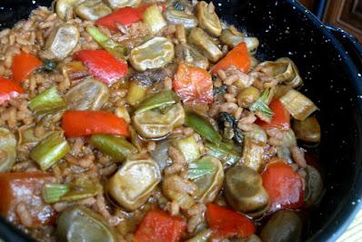 Habas guisadas con arroz, verduras y sofrito