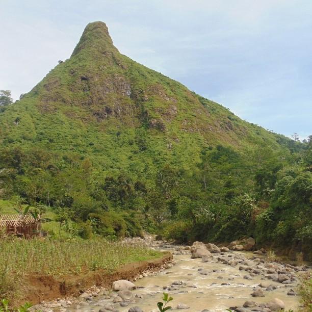 foto gunung batu jonggol bogor