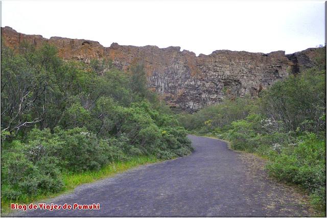 Ásbyrgi es un cañon en forma de herradura con paredes de hasta 100m de altura. Blog de Viajes a Islandia