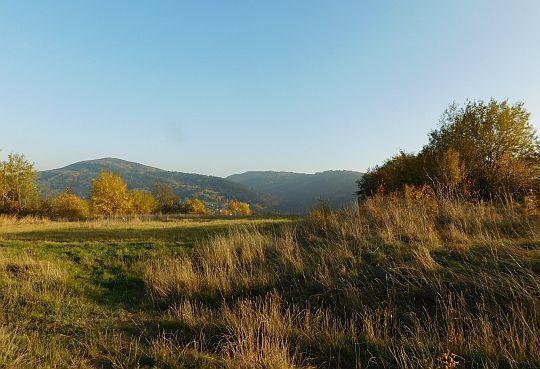 Widok na Uklejną (z lewej) i Chełm (z prawej) ze stoków Plebańskiej Góry.