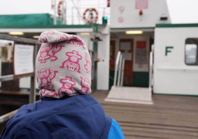 Einfach mal Fähre fahren: Mit dem Adler I von Kiel-Wik nach Holtenau und zurück. Man kann diesen Ausflug auch gut mit Kindern über den Nord-Ostsee-Kanal unternehmen!