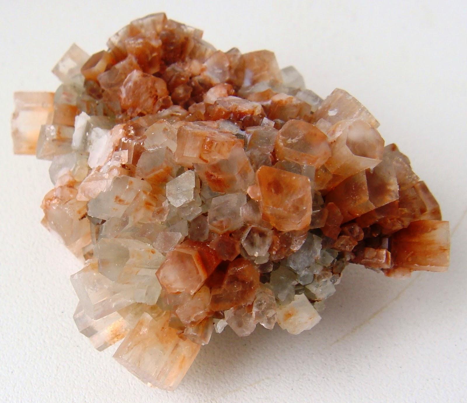 Арагонит - естественная модификация карбоната кальция.