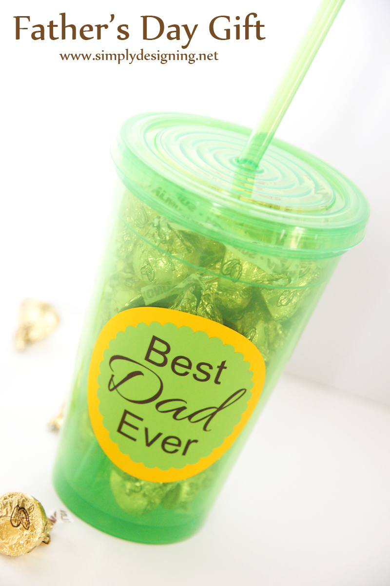 Father's Day Tumbler Gift | such a simple and easy gift to make for your dad or husband! love this | #fathersday #gift #fathersdaygift #vinyl #silhouette