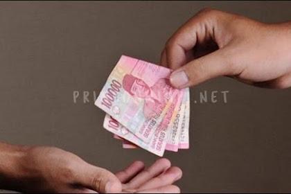 8 Arti Mimpi Memberi Uang menurut Islam dan Primbon Jawa