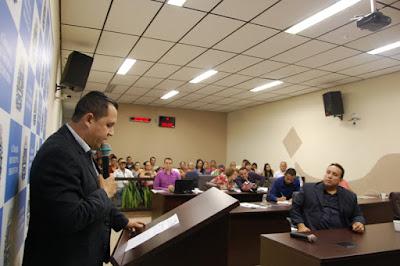 Vereador Vander Lopes protesta novamente contra a falta de medicamentos no Centro Ambulatorial Regional