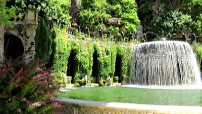 Oval Fountain, Tivoli, Italia