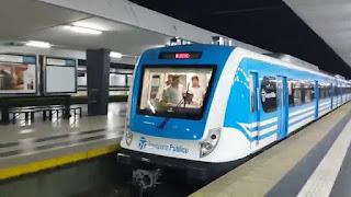 Tren Sarmiento dejando la estación Once de Septiembre