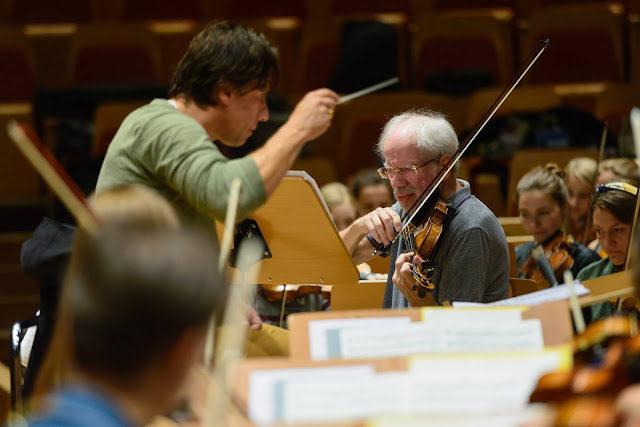 Kristjan Järvi, Gidon Kremer and the Baltic Sea Philharmonic rehearsing in Gdansk - photo Baltic Sea Philharmonic / Peter Adamik