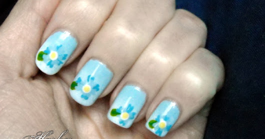 Hearty Nails: blue flowers