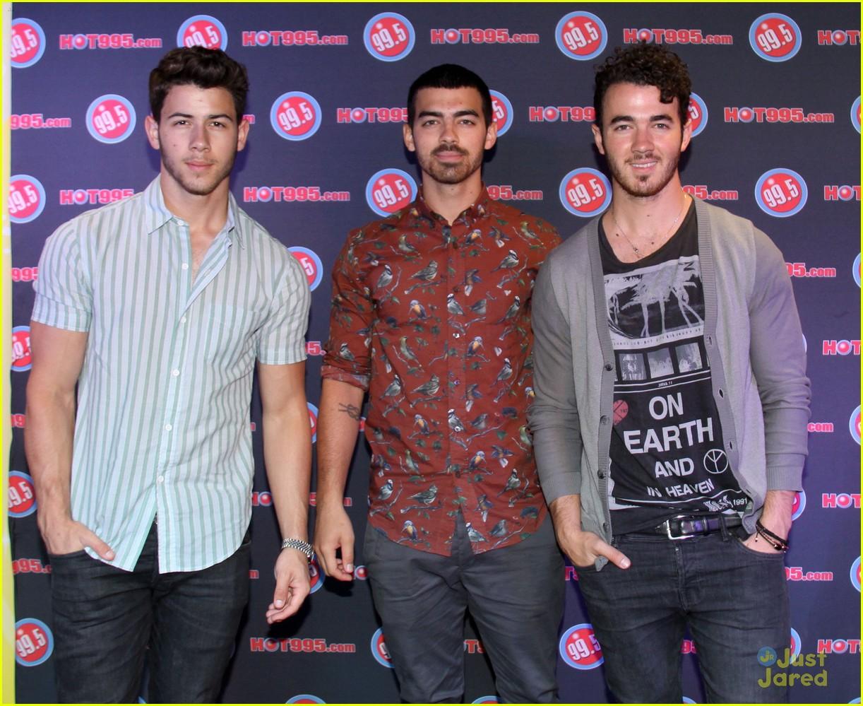 The jonas blog fotos hq de jonas brothers en la radio 99 5 - Jonas brothers blogspot ...