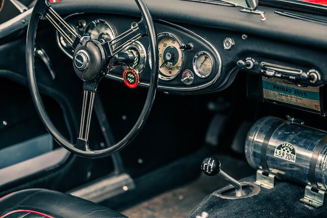 FRÉDÉRIQUE CONSTANT VINTAGE RALLY interior coche