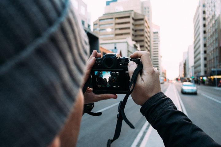 Kamera DSLR - Gajet Perlu Bawa Ketika Melancong